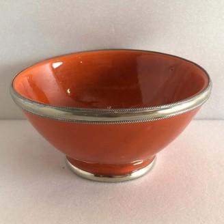 Tasas de cerámica con el bordeado de metal