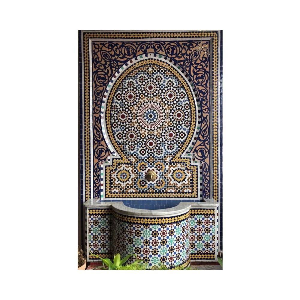 Gran fuente de mosaicos artesanales árabes marroquí